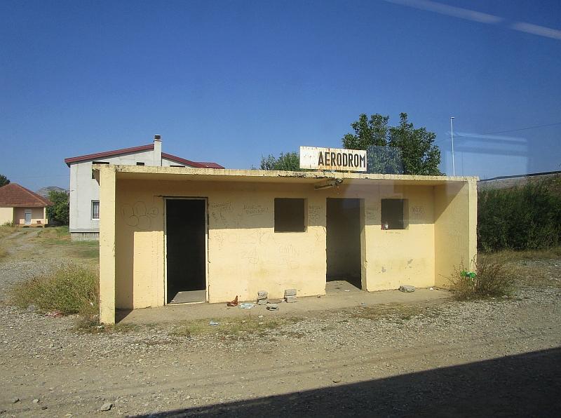 http://www.bahnreiseberichte.de/093-Montenegro/93-061Podgorica-Aerodrom.JPG