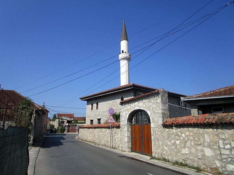 http://www.bahnreiseberichte.de/093-Montenegro/93-066Podgorica-Osmanagic-Moschee.JPG