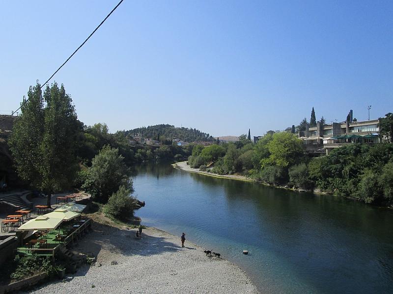 http://www.bahnreiseberichte.de/093-Montenegro/93-067Podgorica-Moraca.JPG