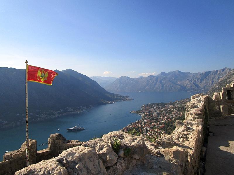 http://www.bahnreiseberichte.de/093-Montenegro/93-078Kotor-Festung.JPG