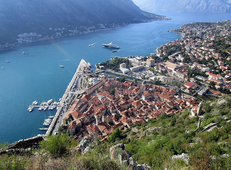 http://www.bahnreiseberichte.de/093-Montenegro/93-079Blick-Kotor-Altstadt.JPG