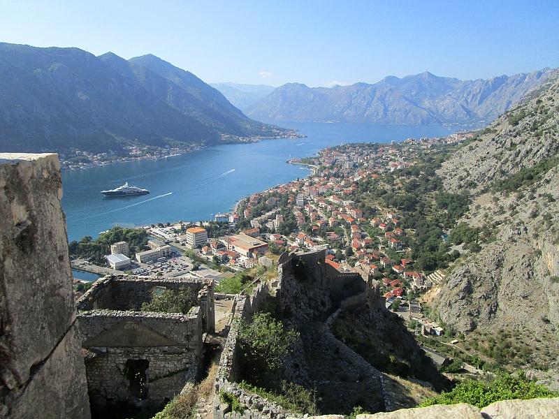 http://www.bahnreiseberichte.de/093-Montenegro/93-080Kotor-Festung.JPG