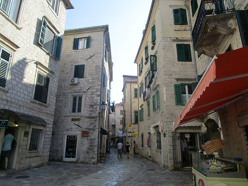 http://www.bahnreiseberichte.de/093-Montenegro/93-081Kotor-Altstadt.JPG