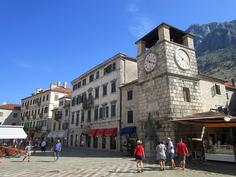 http://www.bahnreiseberichte.de/093-Montenegro/93-085Kotor-Uhrturm.JPG