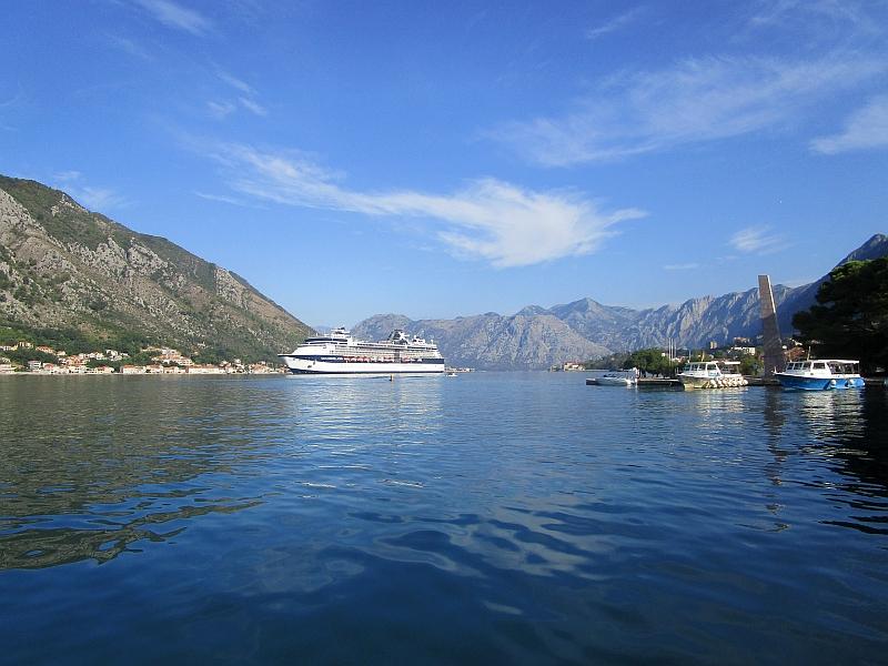 http://www.bahnreiseberichte.de/093-Montenegro/93-086Kotor-Bucht.JPG