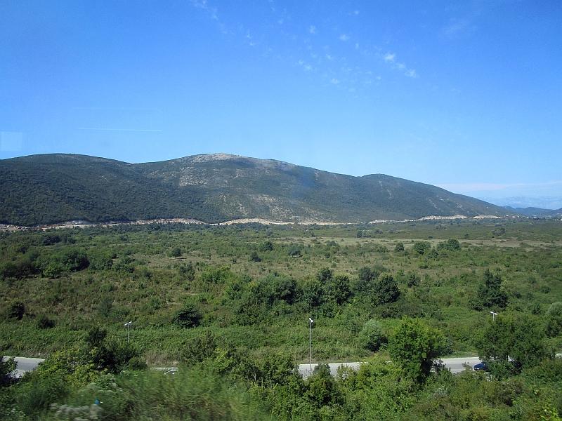 http://www.bahnreiseberichte.de/093-Montenegro/93-089Fahrt-Bus-Kotor-Budva.JPG