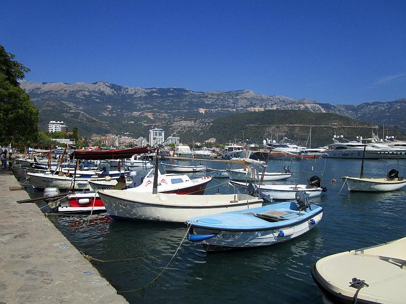 http://www.bahnreiseberichte.de/093-Montenegro/93-092Budva-Hafen.JPG