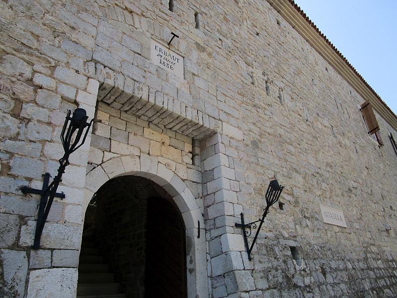 http://www.bahnreiseberichte.de/093-Montenegro/93-094Budva-Zitadelle.JPG