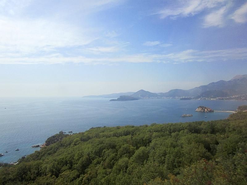 http://www.bahnreiseberichte.de/093-Montenegro/93-099Busfahrt-Sveti-Stefan.JPG
