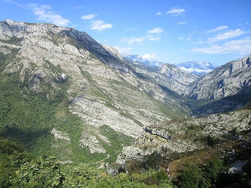 http://www.bahnreiseberichte.de/093-Montenegro/93-112Fahrt-Dinarisches-Gebirge.JPG