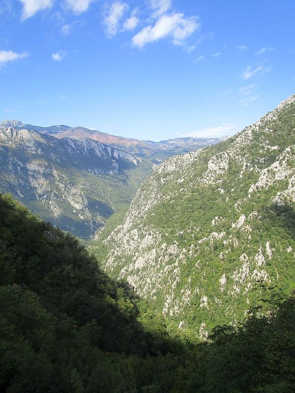 http://www.bahnreiseberichte.de/093-Montenegro/93-113Fahrt-Dinarisches-Gebirge.JPG
