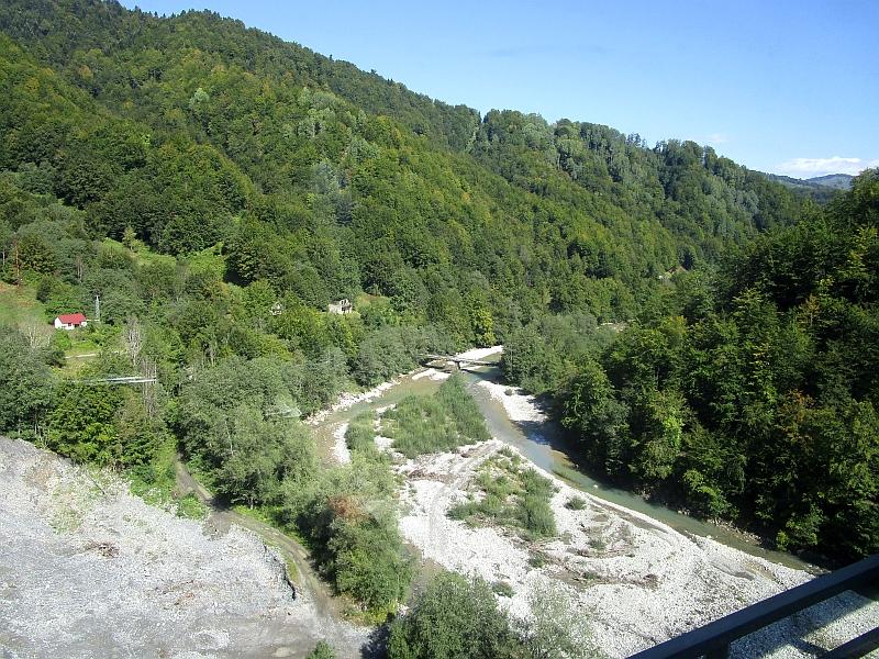 http://www.bahnreiseberichte.de/093-Montenegro/93-115Fahrt-Tara-Matesevo.JPG