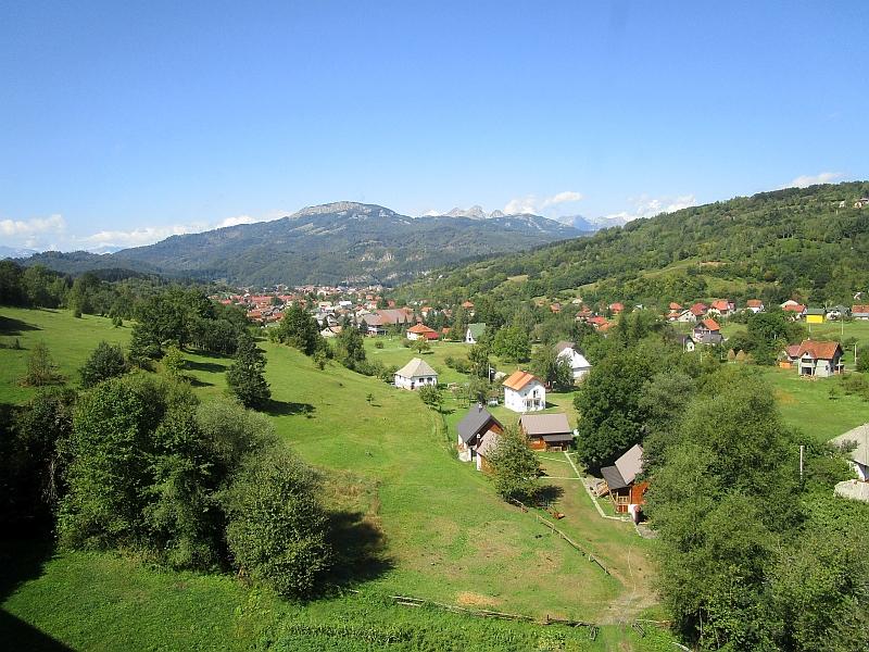 http://www.bahnreiseberichte.de/093-Montenegro/93-117Fahrt-Kolasin.JPG