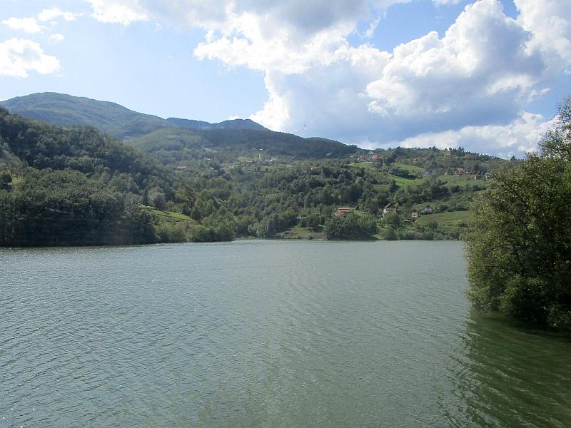 http://www.bahnreiseberichte.de/093-Montenegro/93-124Fahrt-Potpecko-jezero.JPG