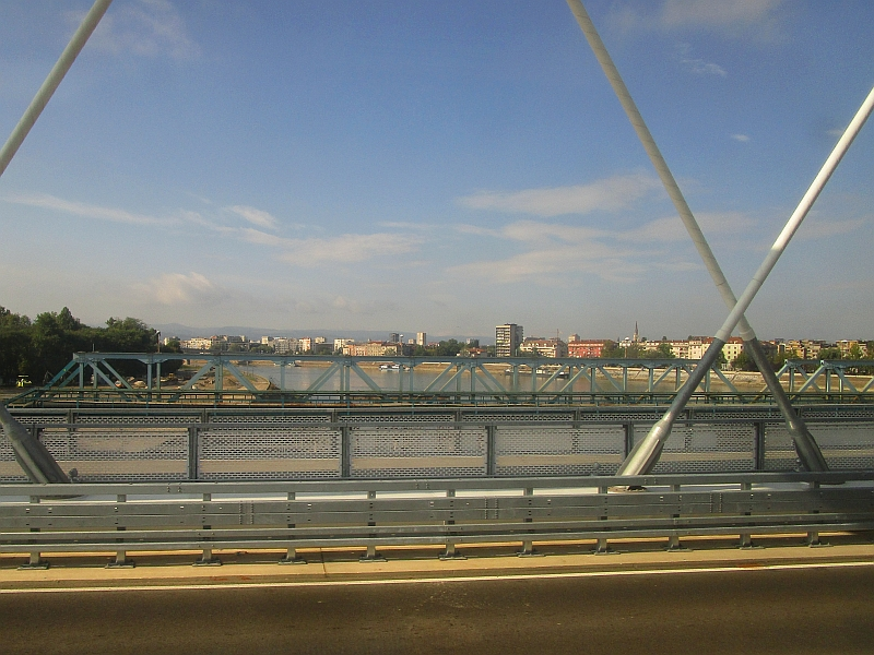 http://www.bahnreiseberichte.de/093-Montenegro/93-143Fahrt-Donau-Novi-Sad.JPG