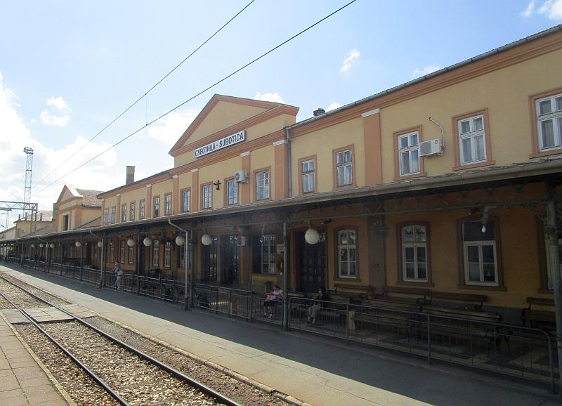 http://www.bahnreiseberichte.de/093-Montenegro/93-147Bahnhof-Subotica.JPG