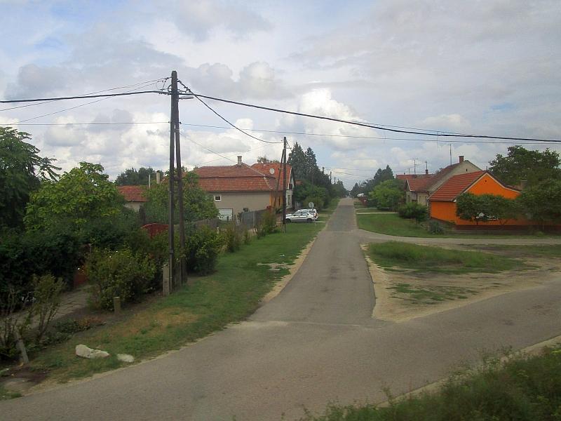 http://www.bahnreiseberichte.de/093-Montenegro/93-152Fahrt-Soltvadkert.JPG