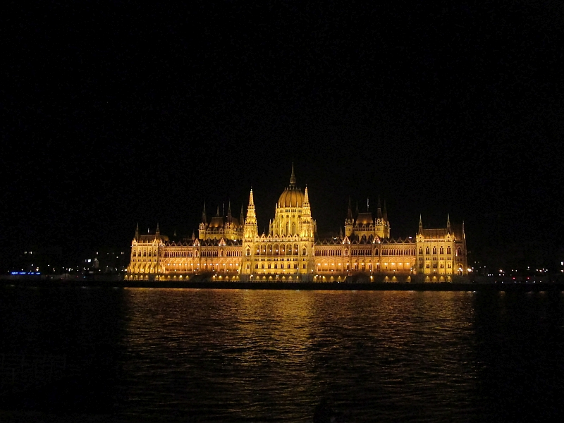 http://www.bahnreiseberichte.de/093-Montenegro/93-160Budapest-Parlament.JPG