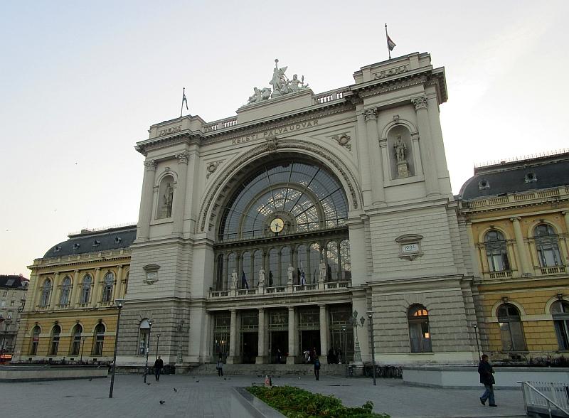 http://www.bahnreiseberichte.de/093-Montenegro/93-161Budapest-Bahnhof-Keleti.JPG