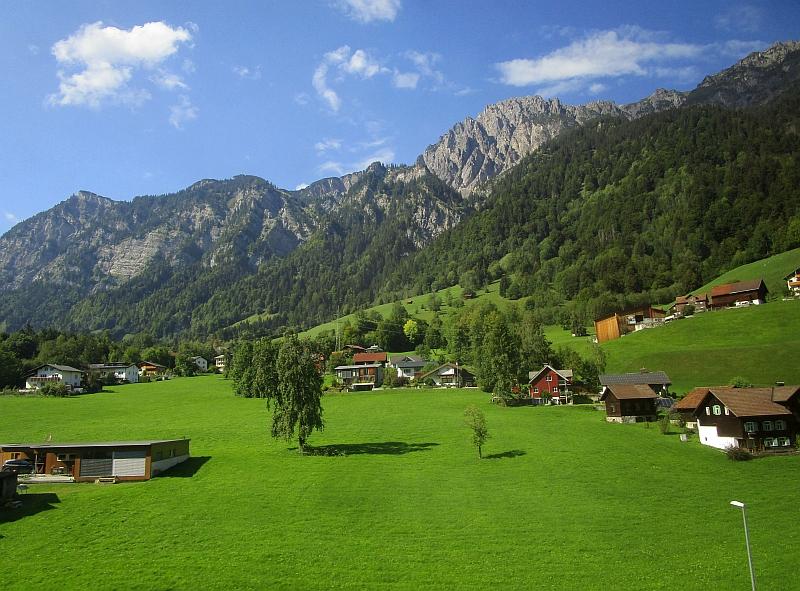 http://www.bahnreiseberichte.de/093-Montenegro/93-176Fahrt-Vorarlberg.JPG