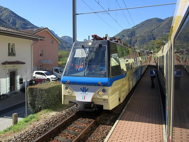 http://www.bahnreiseberichte.de/094-Serfaus-Mantua-Centovalli/94-116Zugkreuzung-SSIF-Panoramatriebzug.JPG