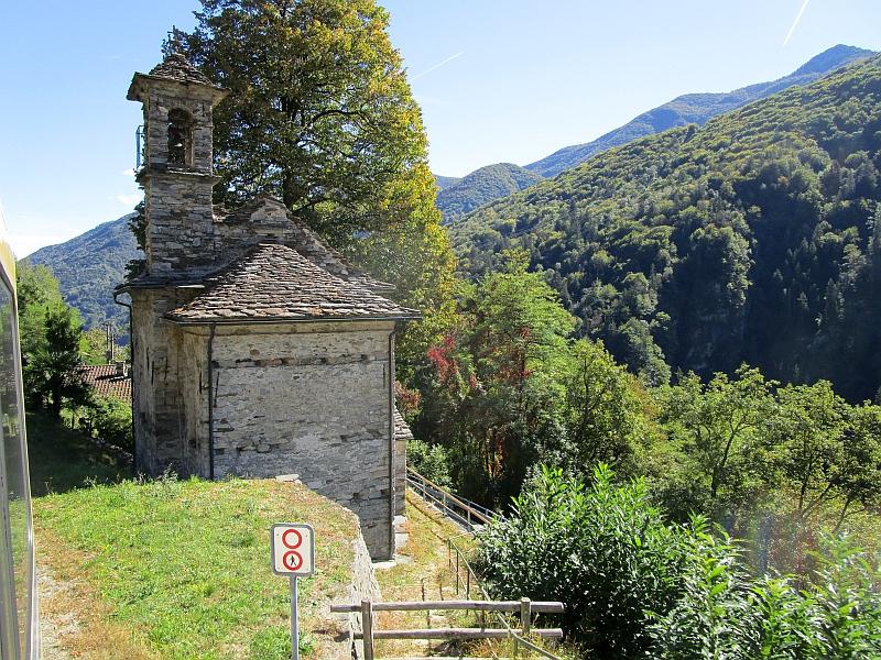 http://www.bahnreiseberichte.de/094-Serfaus-Mantua-Centovalli/94-119Kapelle-Corcapolo-Verdasio.JPG