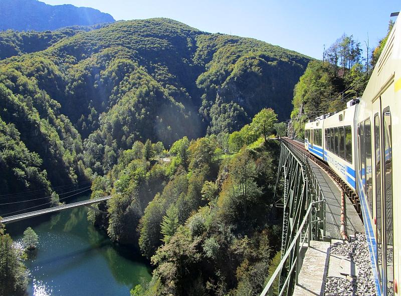 http://www.bahnreiseberichte.de/094-Serfaus-Mantua-Centovalli/94-120Fahrt-Ruinacci-Viadukt.JPG