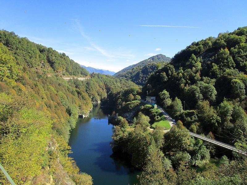 http://www.bahnreiseberichte.de/094-Serfaus-Mantua-Centovalli/94-121Fahrt-Lago-di-Palagnedra.JPG