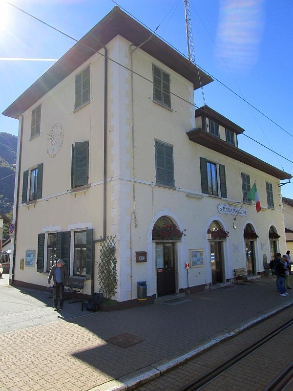 http://www.bahnreiseberichte.de/094-Serfaus-Mantua-Centovalli/94-122Bahnhof-Santa-Maria-Maggiore.JPG