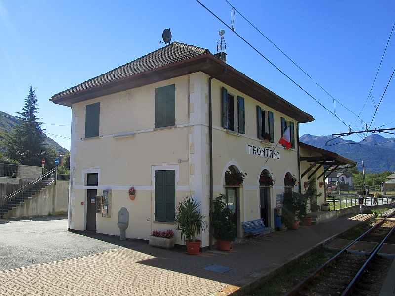 http://www.bahnreiseberichte.de/094-Serfaus-Mantua-Centovalli/94-126Bahnhof-Trontano.JPG