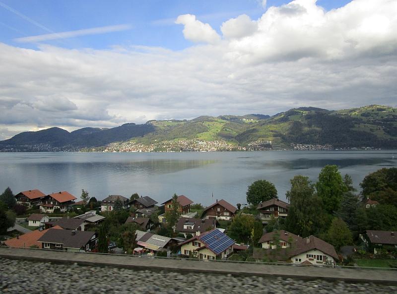 http://www.bahnreiseberichte.de/094-Serfaus-Mantua-Centovalli/94-137Fahrt-Thunersee.JPG