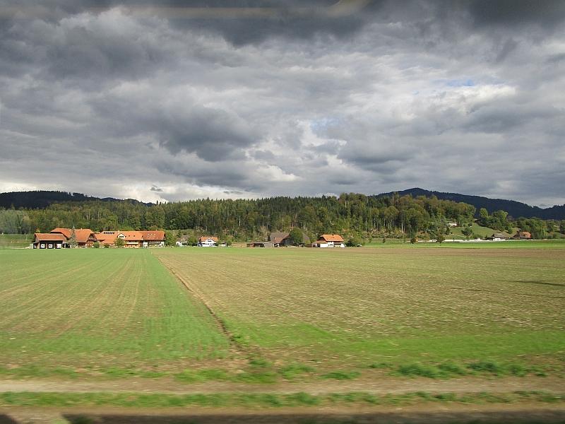 http://www.bahnreiseberichte.de/094-Serfaus-Mantua-Centovalli/94-138Fahrt-Aareniederung.JPG