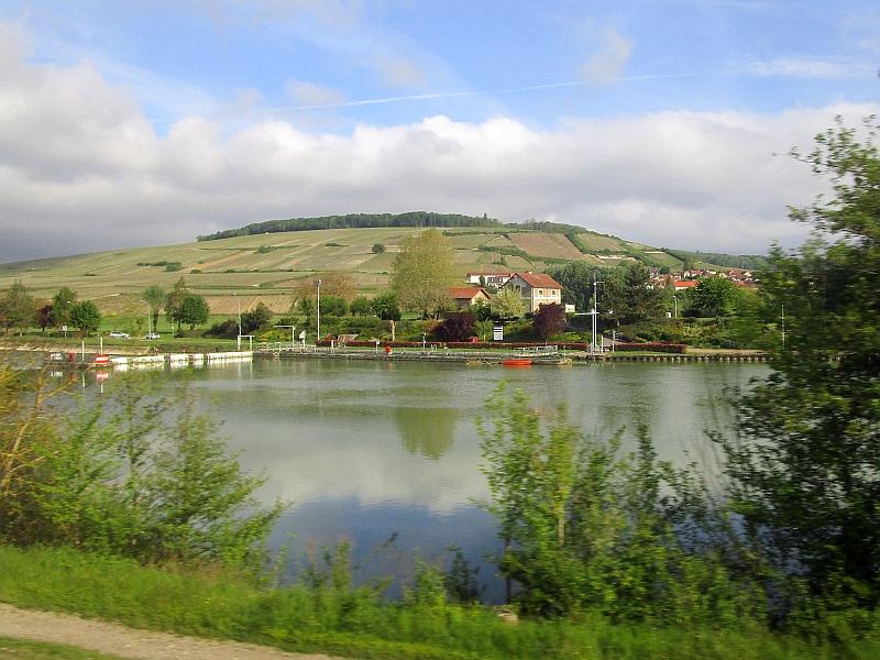 http://www.bahnreiseberichte.de/097-Taunus-Saar-Elsass/97-148Fahrt-Schleuse-Marne.JPG
