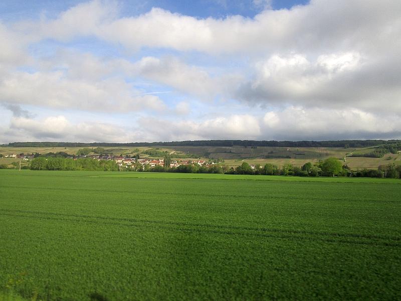 http://www.bahnreiseberichte.de/097-Taunus-Saar-Elsass/97-149Fahrt-Champagne.JPG