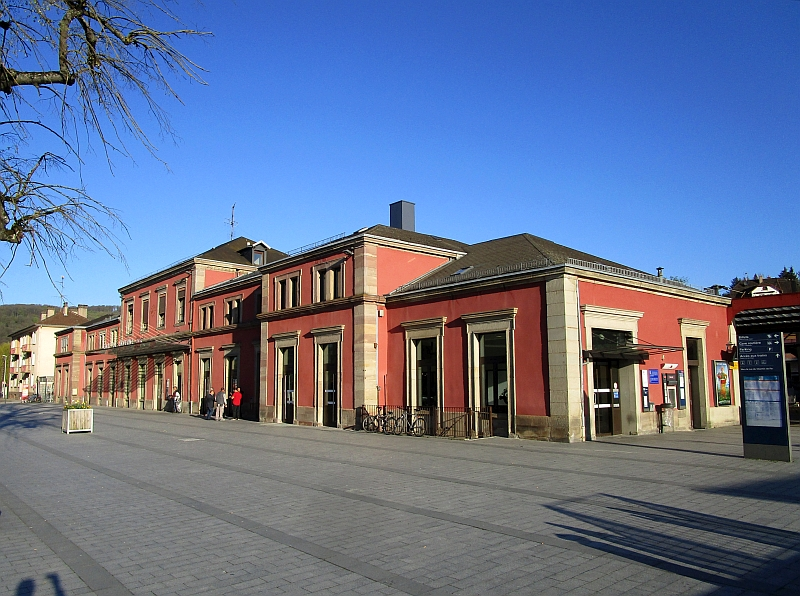 http://www.bahnreiseberichte.de/097-Taunus-Saar-Elsass/97-162Saverne-Bahnhof.JPG