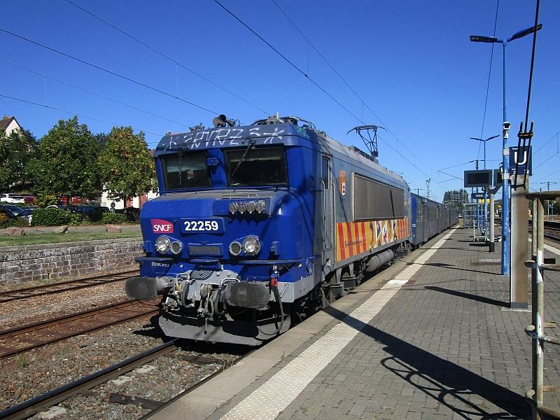 http://www.bahnreiseberichte.de/097-Taunus-Saar-Elsass/97-163SNCF-BB22200-Saverne.JPG