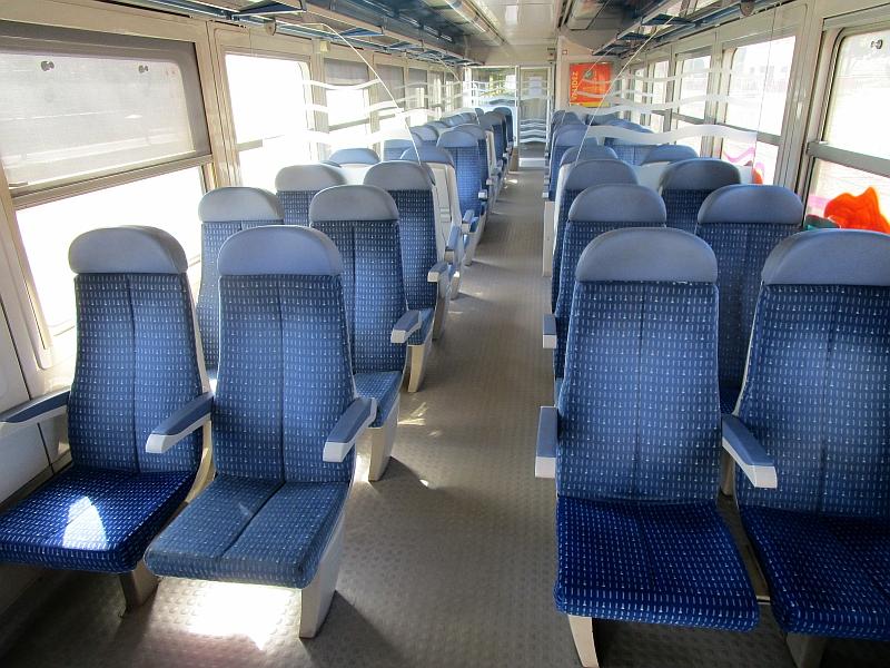 http://www.bahnreiseberichte.de/097-Taunus-Saar-Elsass/97-165SNCF-RRR-innen.JPG