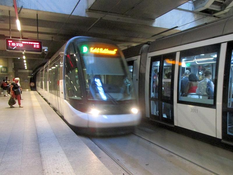 http://www.bahnreiseberichte.de/097-Taunus-Saar-Elsass/97-171Tram-D-Strasbourg-Bahnhof.JPG