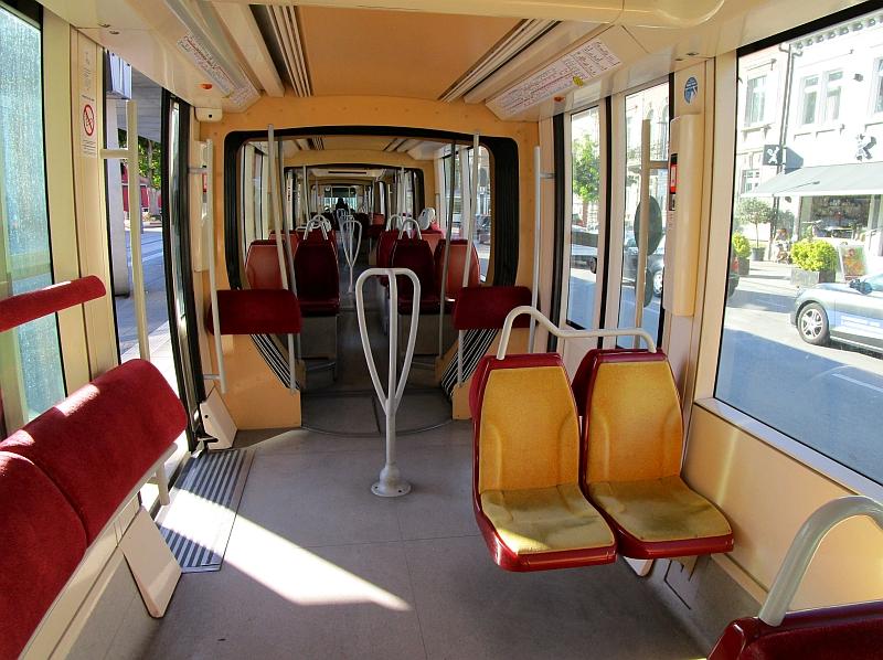 http://www.bahnreiseberichte.de/097-Taunus-Saar-Elsass/97-172Tram-Strasbourg-innen.JPG