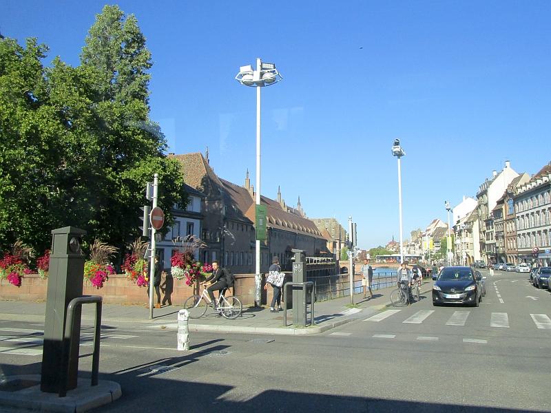 http://www.bahnreiseberichte.de/097-Taunus-Saar-Elsass/97-173Fahrt-Tram-Strasbourg-Ill.JPG