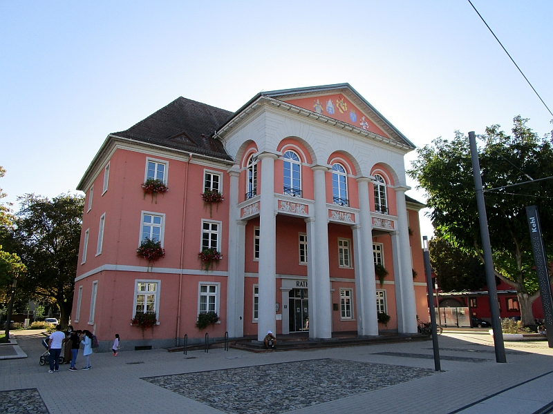 http://www.bahnreiseberichte.de/097-Taunus-Saar-Elsass/97-176Kehl-Rathaus.JPG