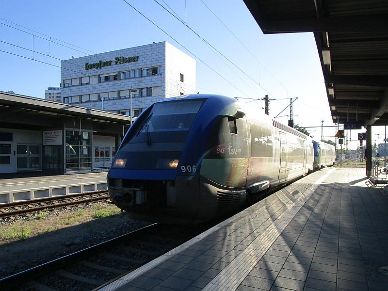 http://www.bahnreiseberichte.de/097-Taunus-Saar-Elsass/97-180Einfahrt-Blauwal-Kehl.JPG