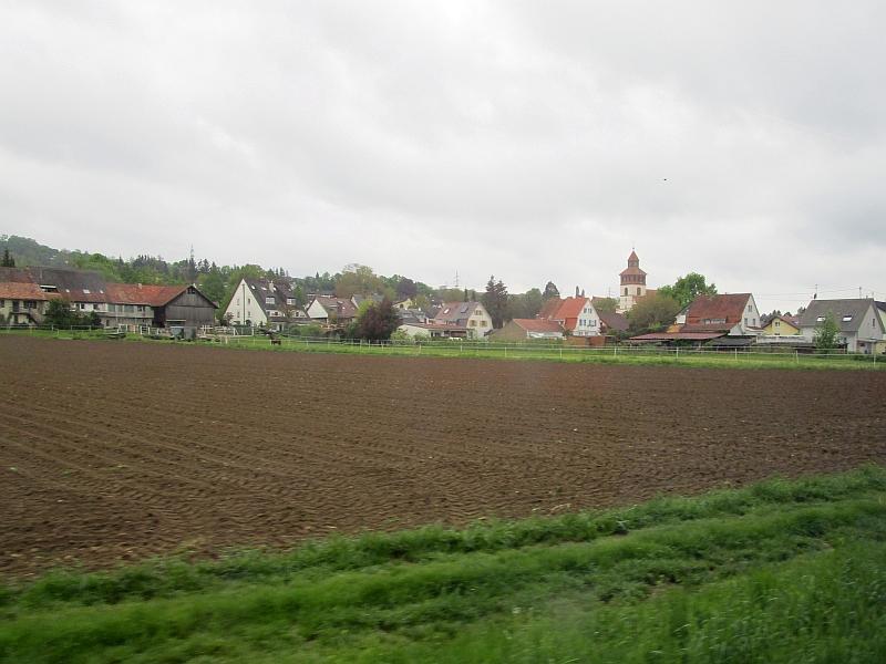 http://www.bahnreiseberichte.de/098-Triregio-Basel/98-007Fahrt-Binzen.JPG