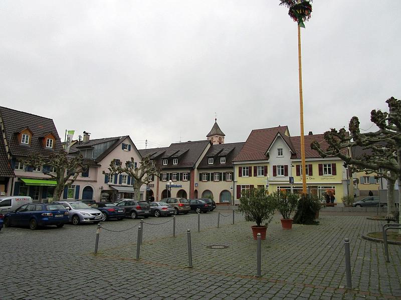 http://www.bahnreiseberichte.de/098-Triregio-Basel/98-013Kandern-Blumenplatz.JPG
