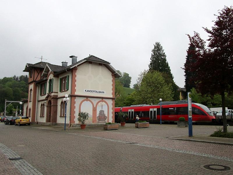 http://www.bahnreiseberichte.de/098-Triregio-Basel/98-016Kandern-Bahnhof.JPG