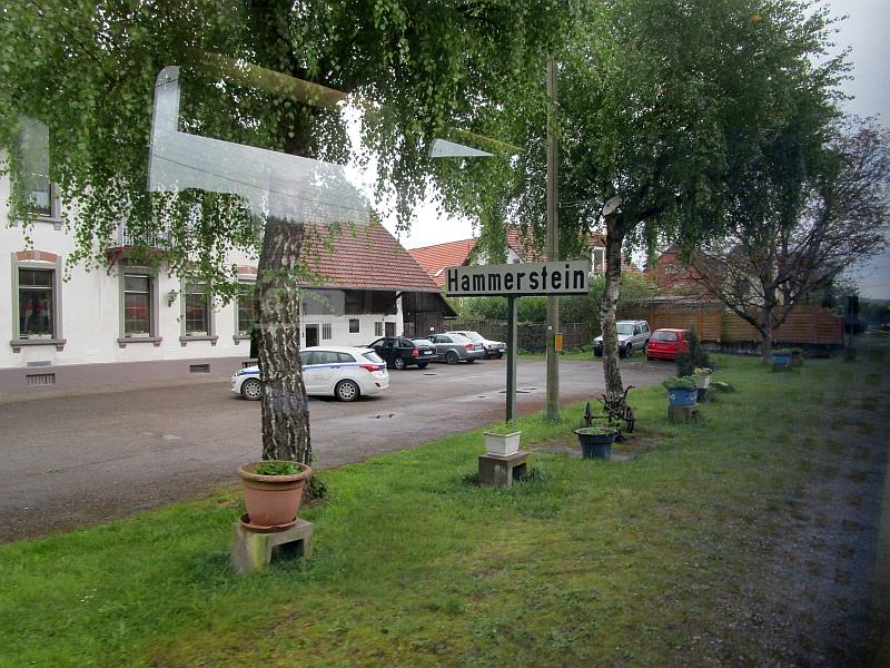 http://www.bahnreiseberichte.de/098-Triregio-Basel/98-021Hammerstein-Haltepunkt.JPG