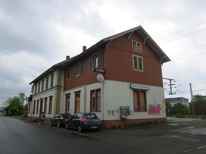 http://www.bahnreiseberichte.de/098-Triregio-Basel/98-030Bahnhof-Haltingen.JPG
