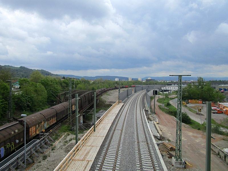 http://www.bahnreiseberichte.de/098-Triregio-Basel/98-032Haltingen-Rheintalbahn-Baustelle.JPG