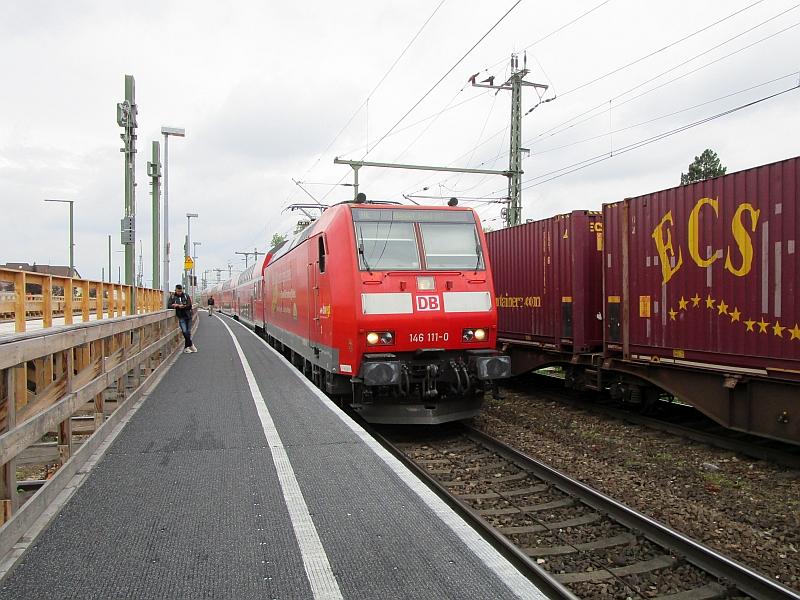 http://www.bahnreiseberichte.de/098-Triregio-Basel/98-033Einfahrt-RE-Haltingen.JPG