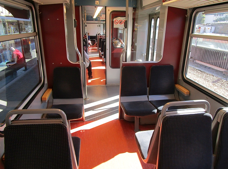 http://www.bahnreiseberichte.de/098-Triregio-Basel/98-072Waldenburgerbahn-innen.JPG